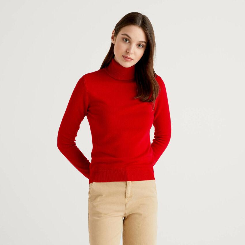 Roter Rollkragenpullover aus reiner Schurwolle