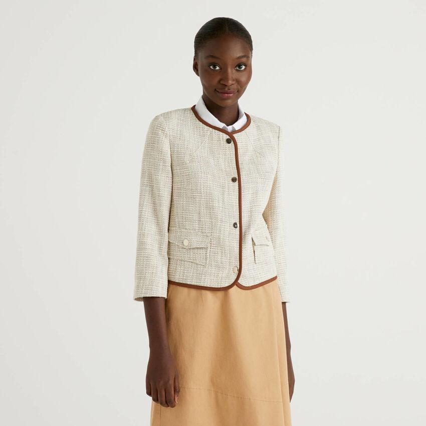 Jacke mit Profilen in einer Kontrastfarbe