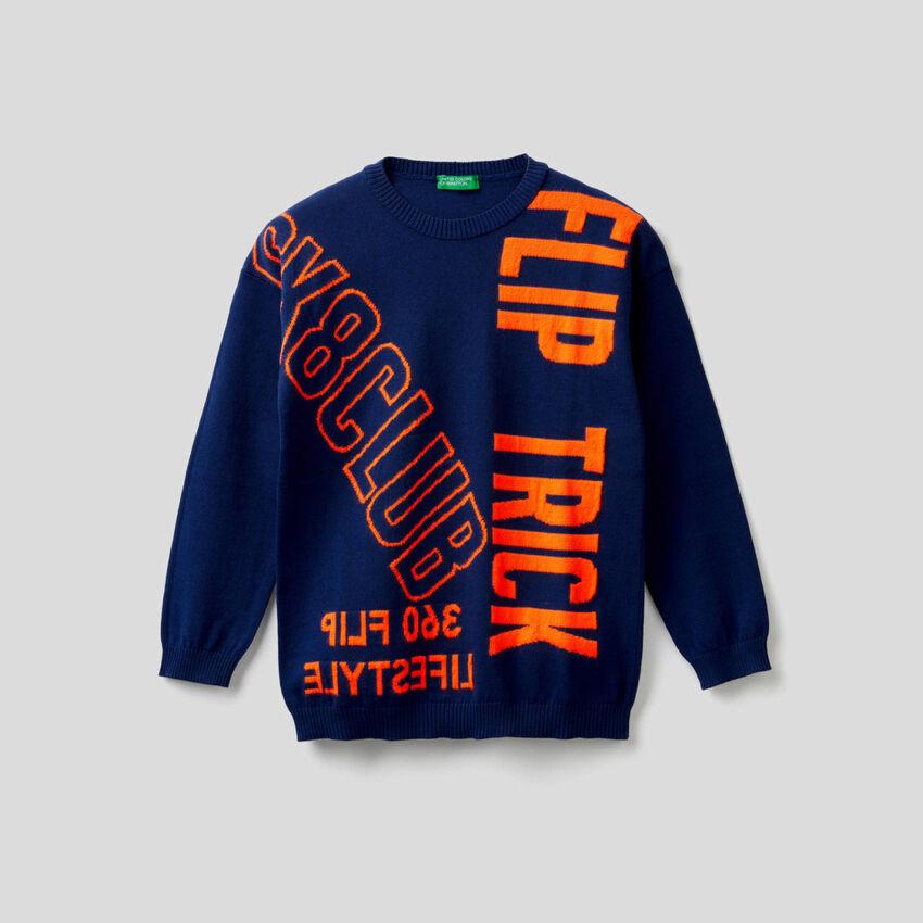 Pullover mit Worten in Neonfarbe