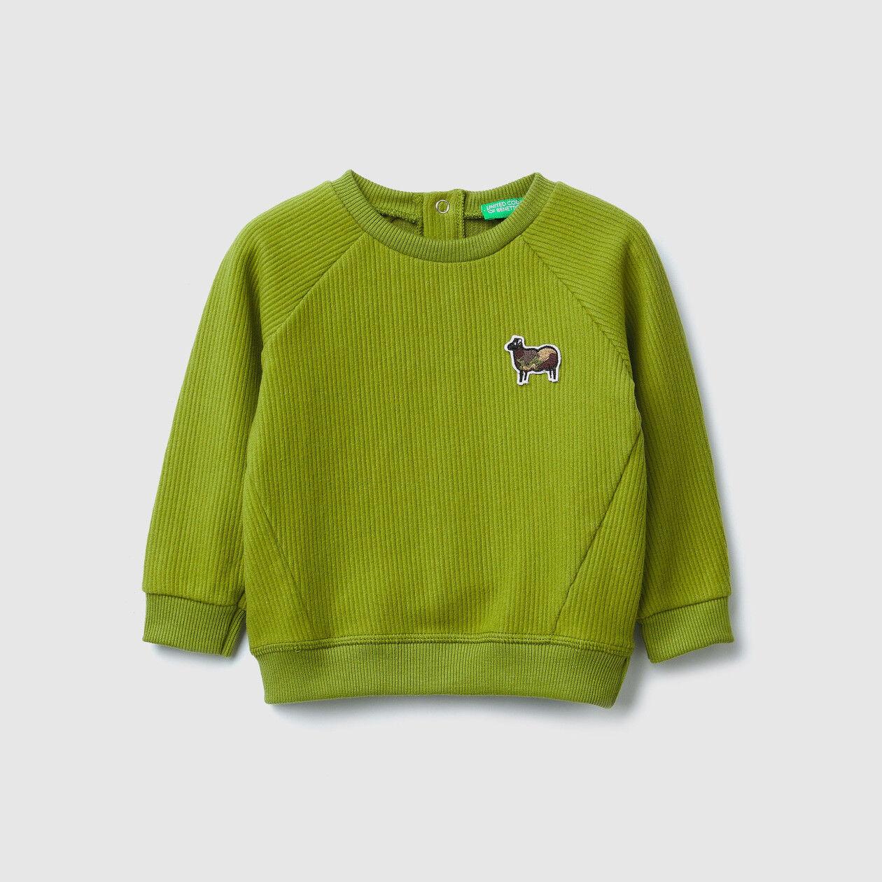 Sweatshirt mit Rundausschnitt und Aufnäher