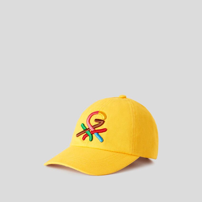 Gelbe Mütze in Bluette mit aufgesticktem Logo by Ghali