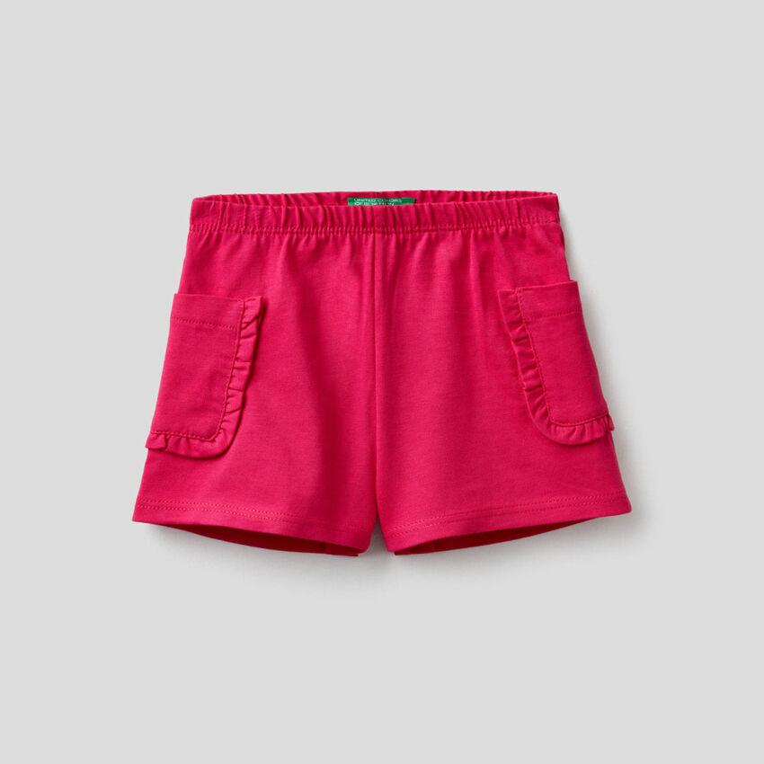 Shorts mit Taschen und Rüschen