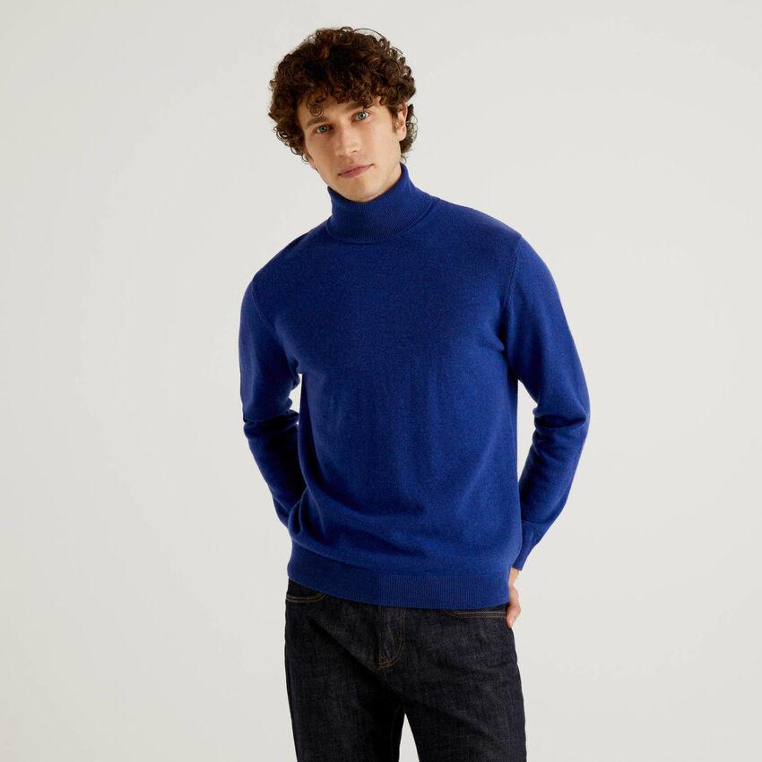 Bluettefarbener Rollkragenpullover aus reiner Schurwolle