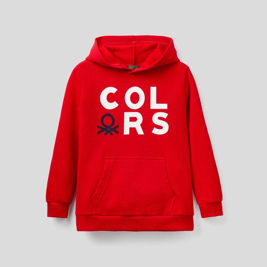 Rotes Sweatshirt mit Kapuze
