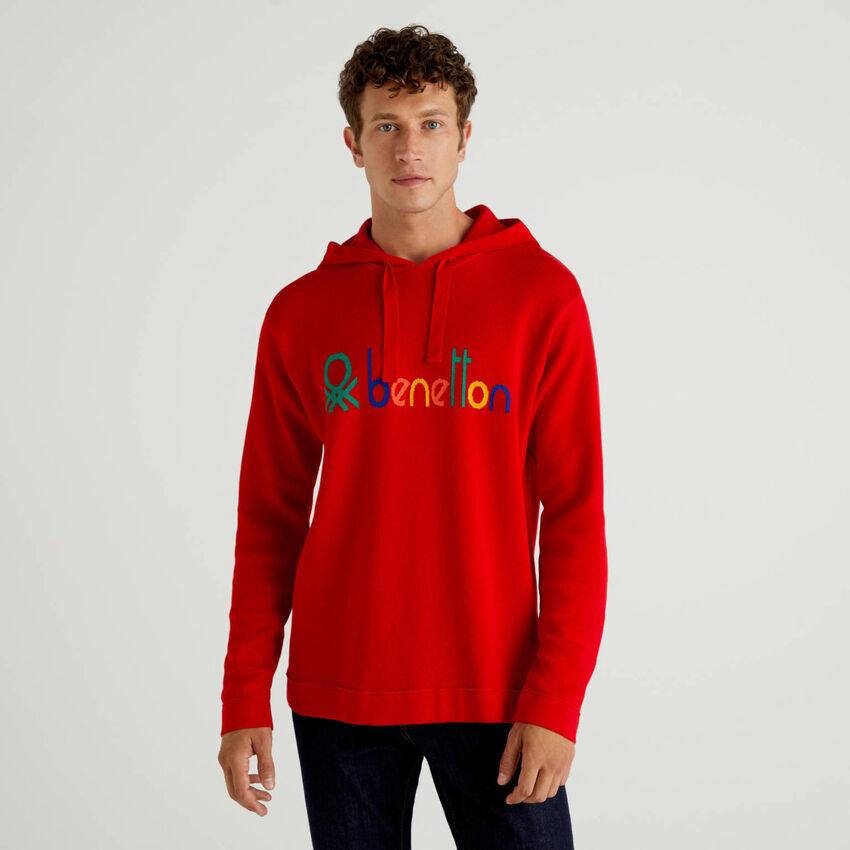 Roter Pullover aus 100% Baumwolle mit Kapuze