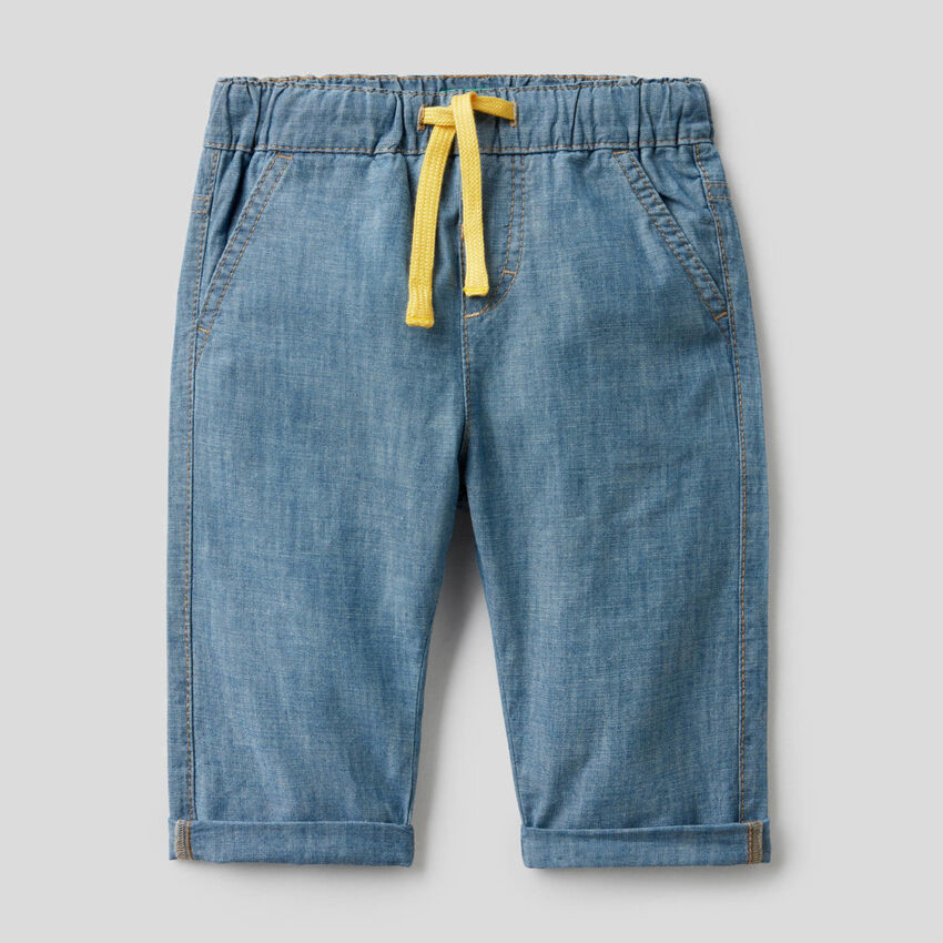 Hose aus Chambray in 100% Baumwolle