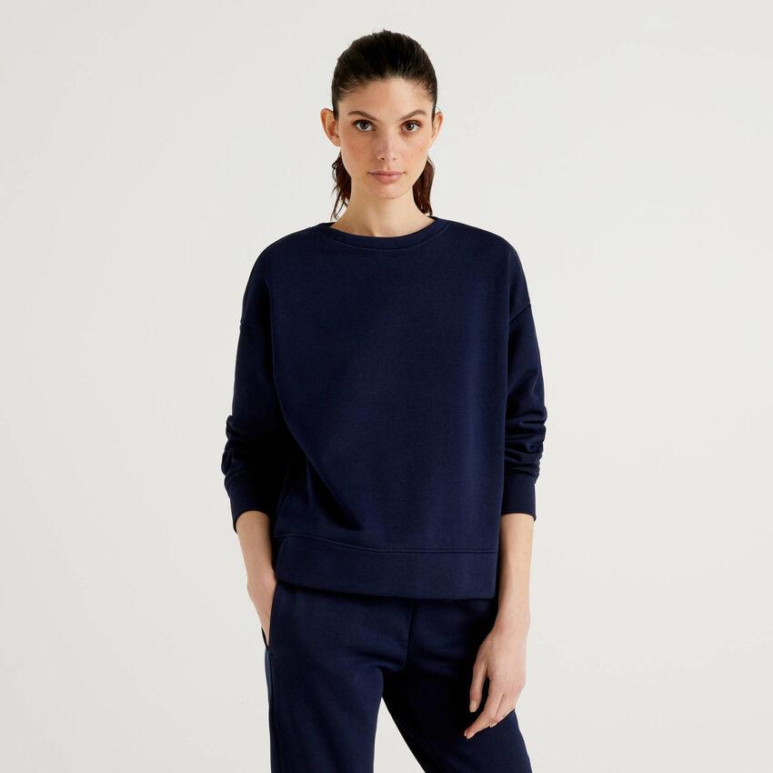 Dunkelblaues Sweatshirt in einer Baumwollmischung