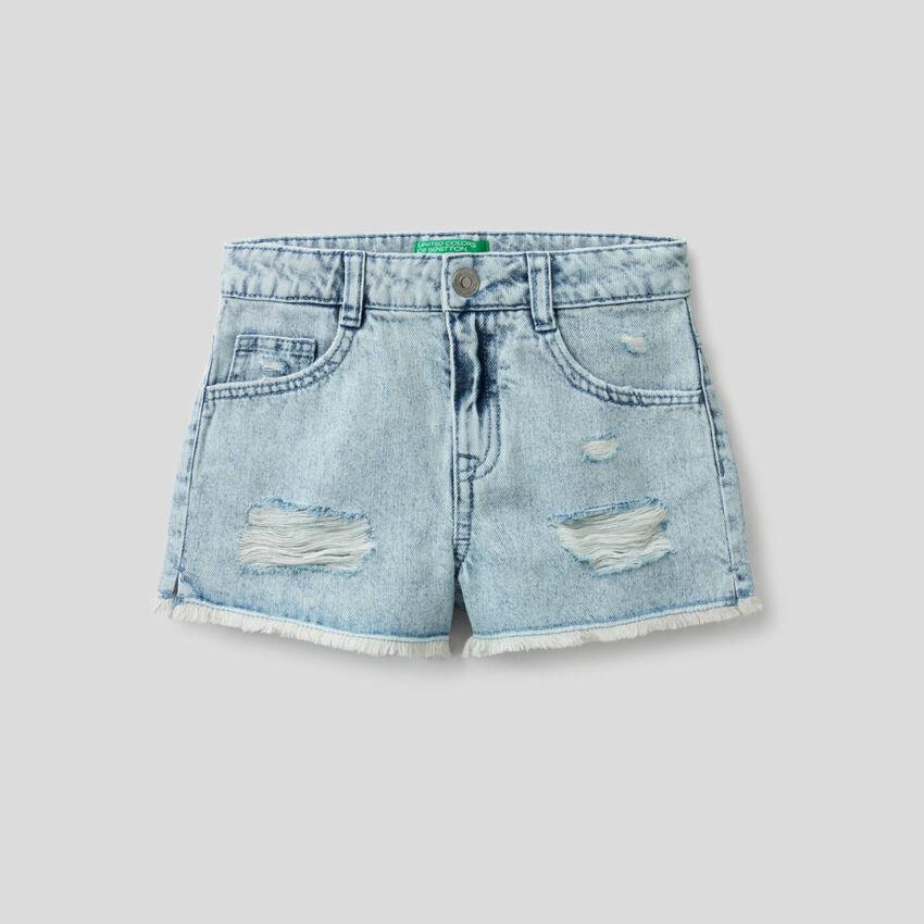 Jeansshorts mit Used-Effekt