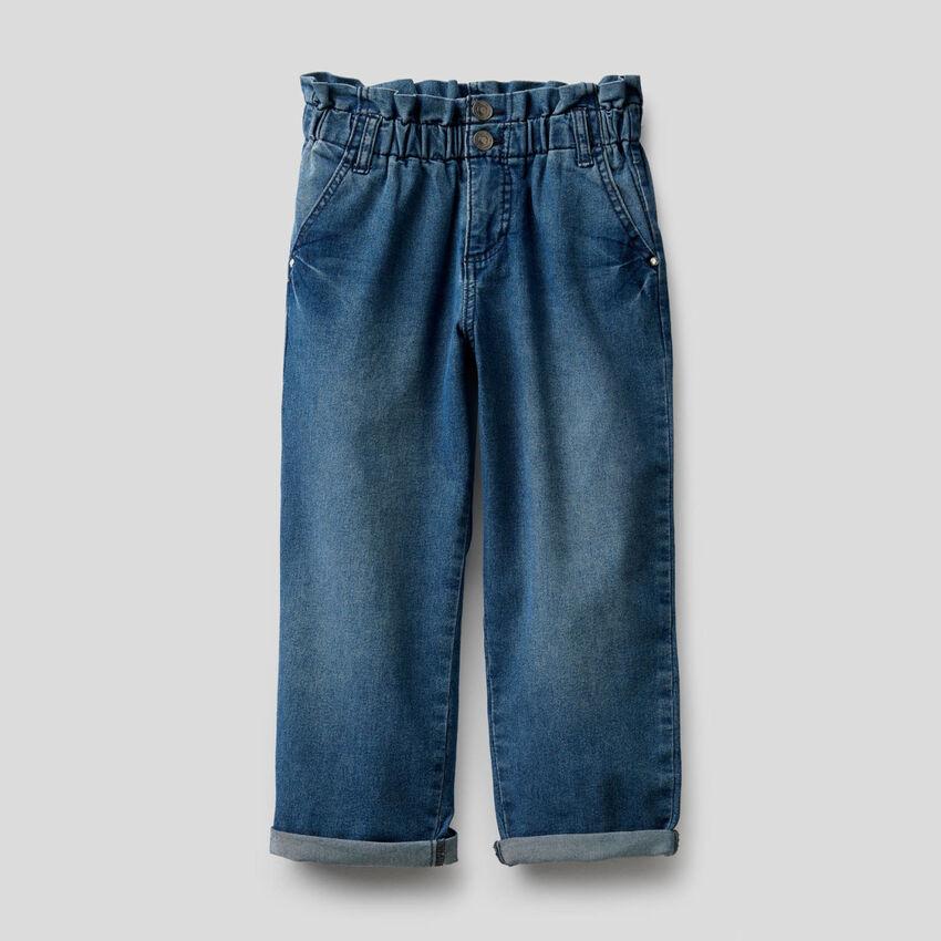 Paperbag-Jeans aus einer stretchigen Baumwollmischung