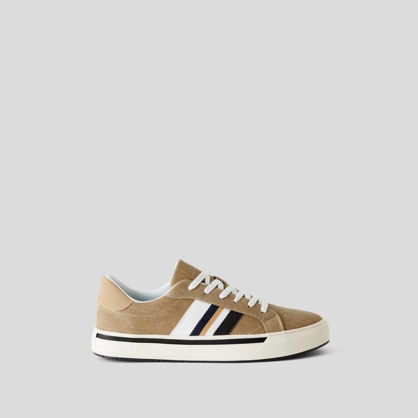 Sneakers aus Webstoff