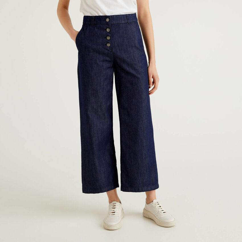 Hose aus leichtem Jeans