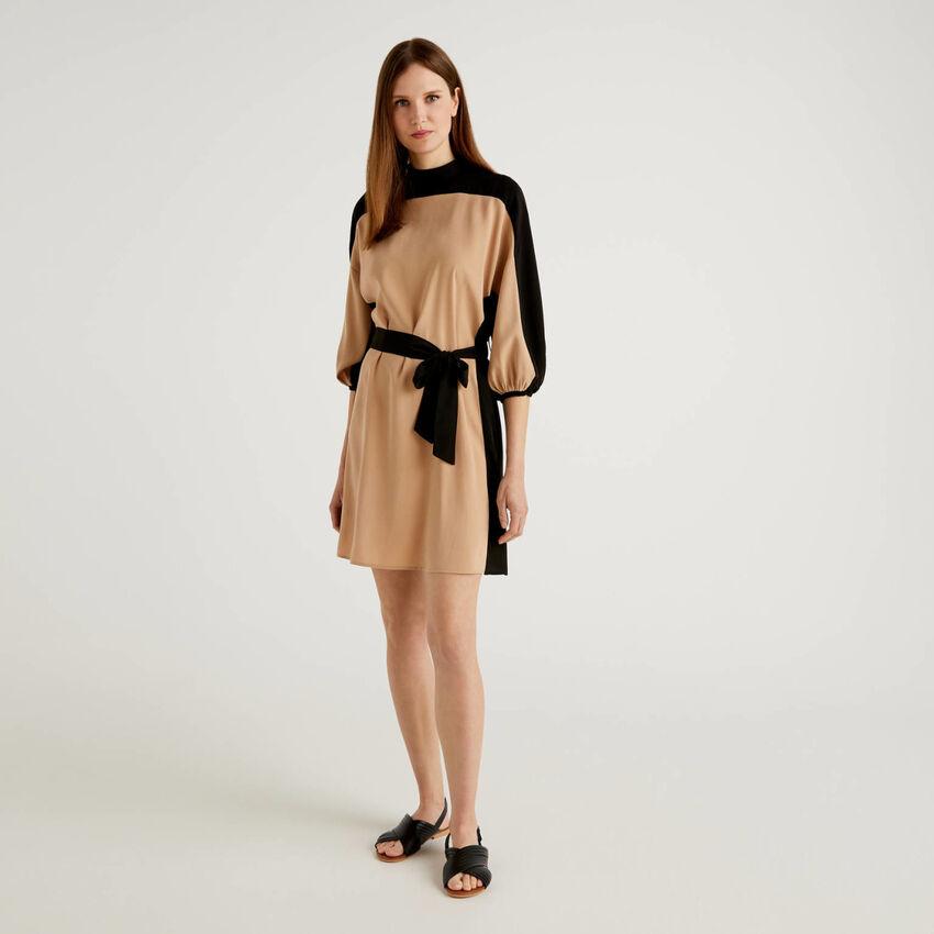 Kleid mit Farbblöcken und 3/4-Ärmeln