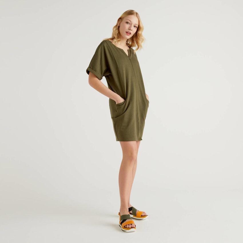 Kleid aus leichtem Sweatstoff