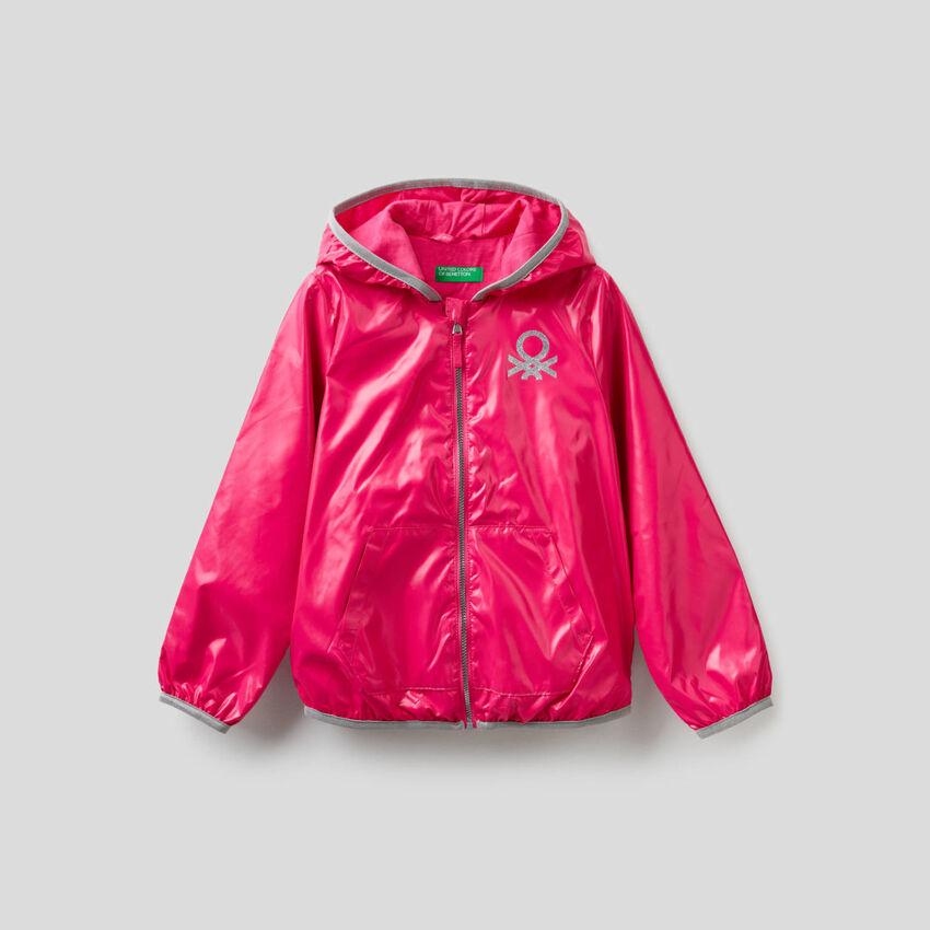 Jacke aus technischem Stoff mit Kapuze