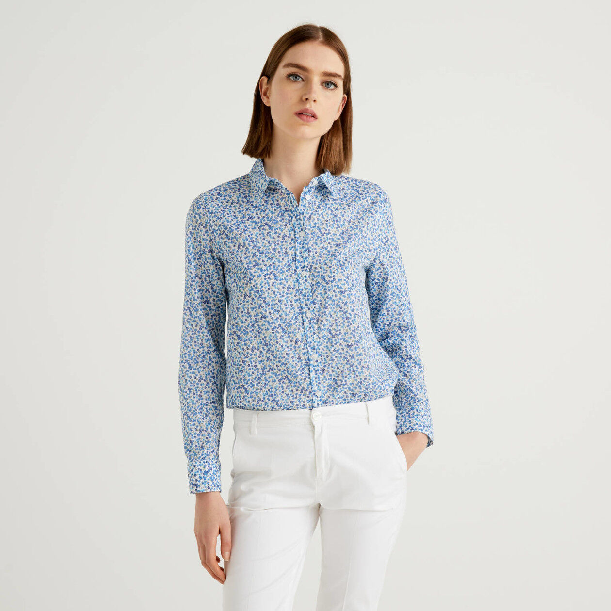 Bluse in 100% Baumwolle mit floralem Print in Hellblau