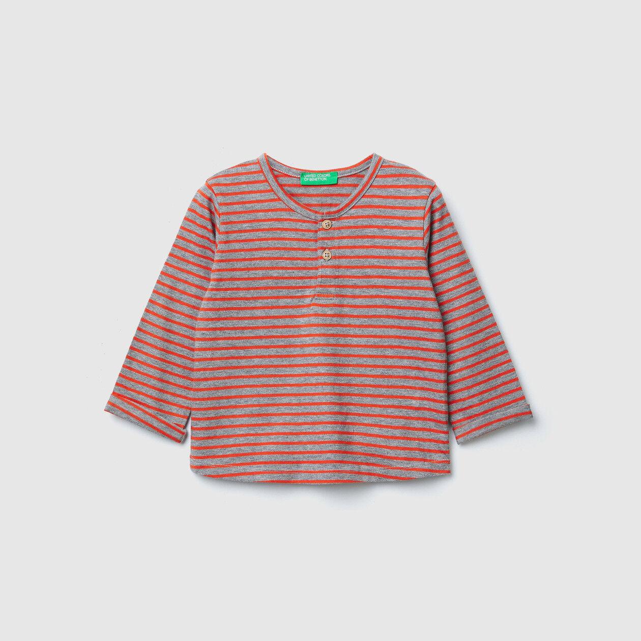 Gestreiftes T-Shirt mit Ellenbogenpatches