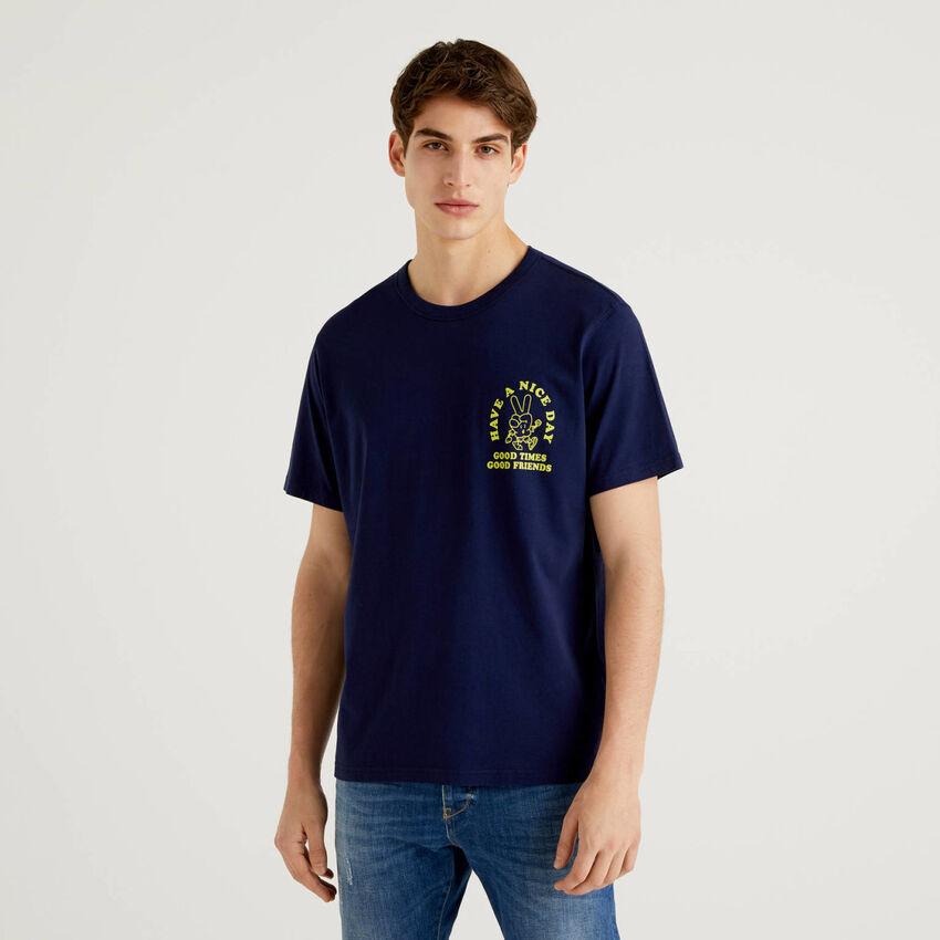 Dunkelblaues T-Shirt aus 100% Baumwolle mit Print