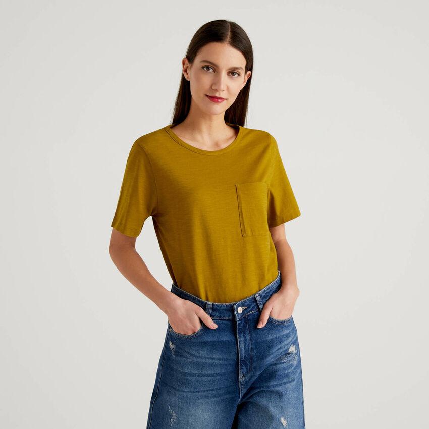 Einfarbiges T-Shirt mit Brusttasche