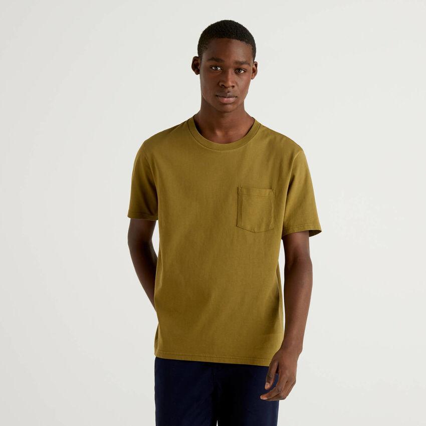 T-Shirt aus 100% Baumwolle mit Tasche