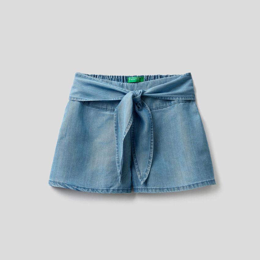 Weite Bermuda aus leichtem Jeansstoff