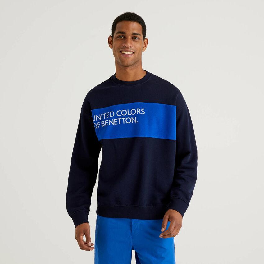 Sweatshirt aus Baumwolle mit Streifen in einer Kontrastfarbe