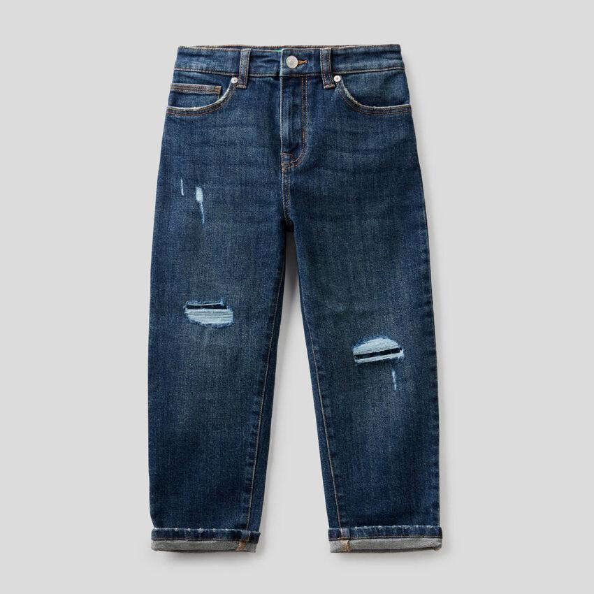 Slouchy-Jeans mit Destroyed-Effekten