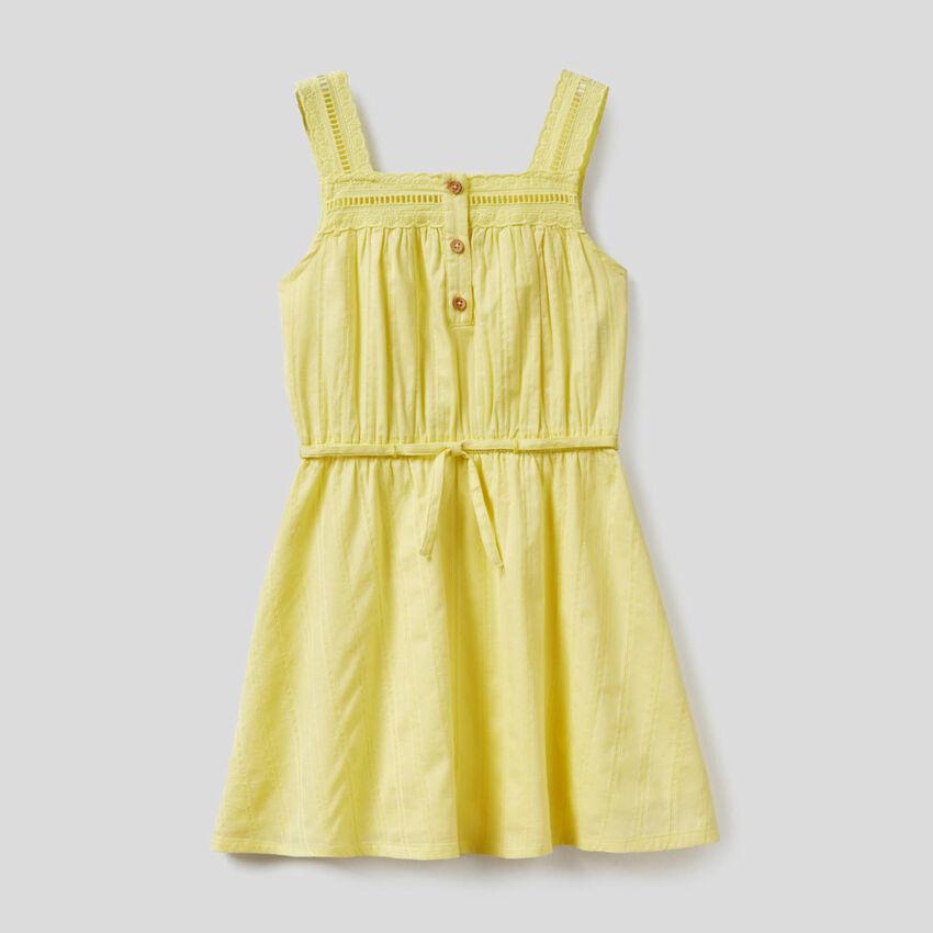 Leichtes Kleid aus 100% Baumwolle