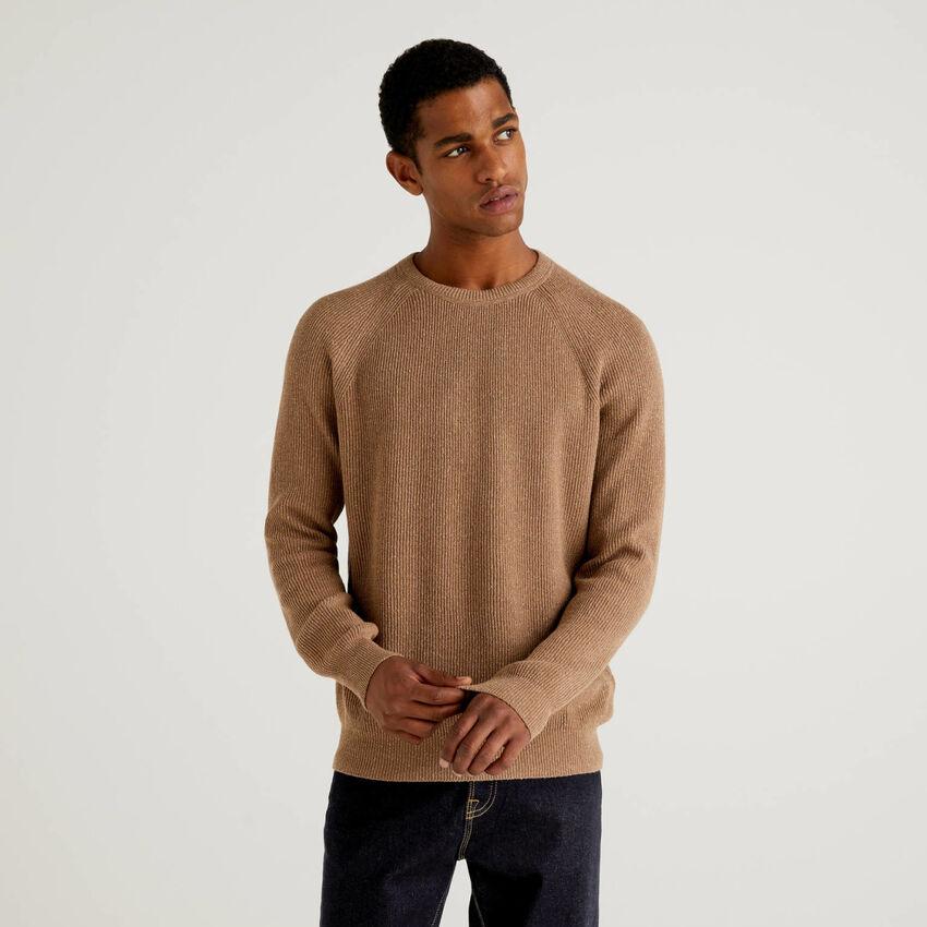 Gerippter Pullover in einer Mischung aus Wolle und Seide