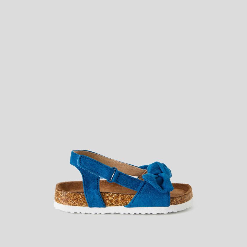 Sandalen mit Masche