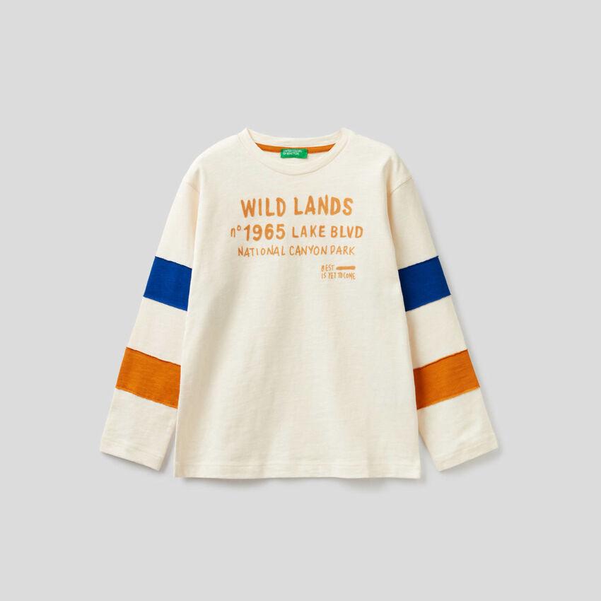 T-Shirt mit Bändern in einer Kontrastfarbe