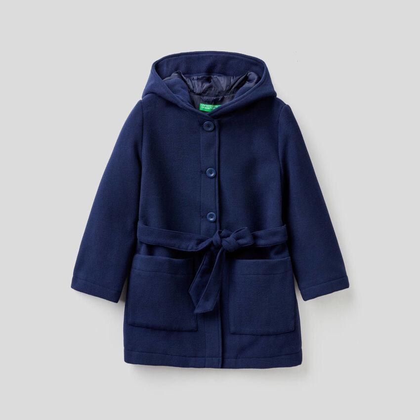 Mantel mit Kapuze und Gürtel