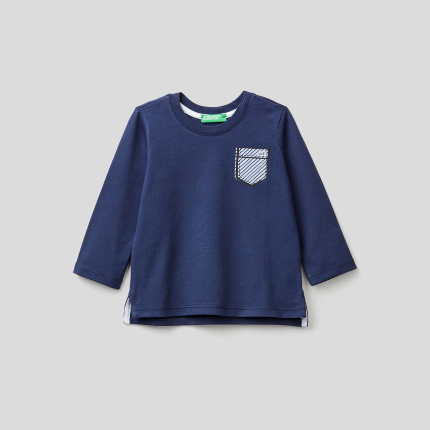 Dunkelblaues T-Shirt mit Taschen-Print