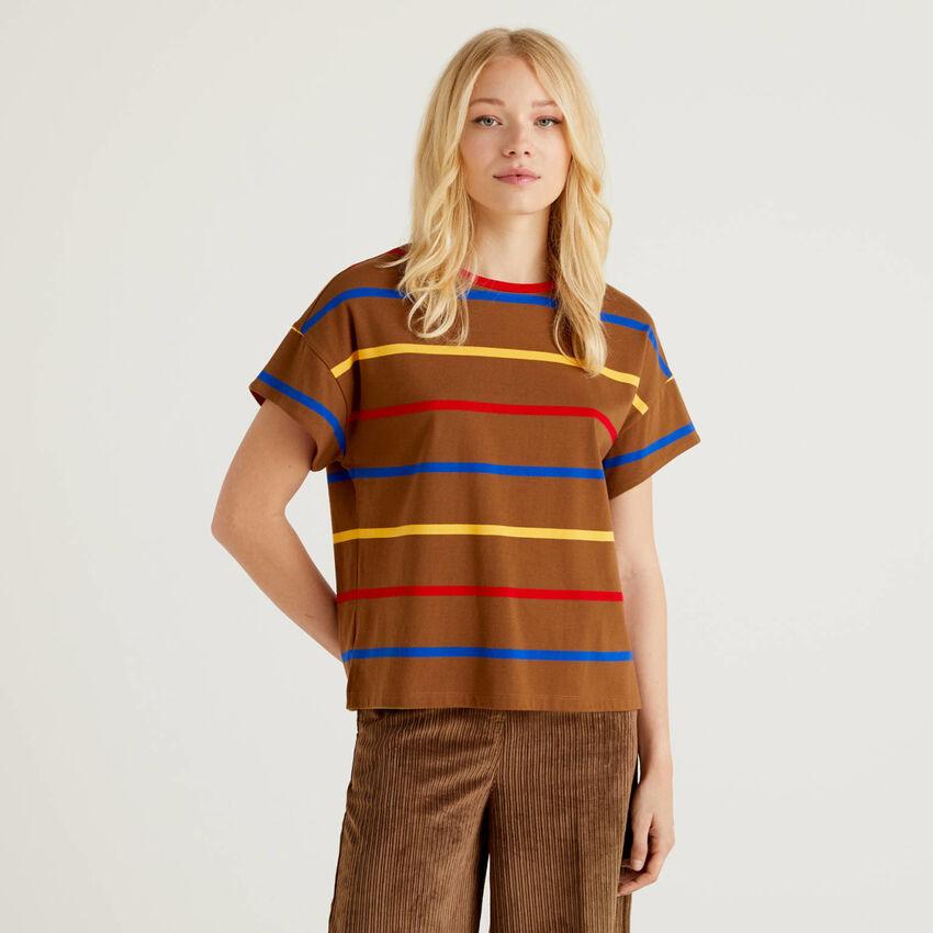 Gestreiftes T-Shirt mit Details in Kontrastfarbe