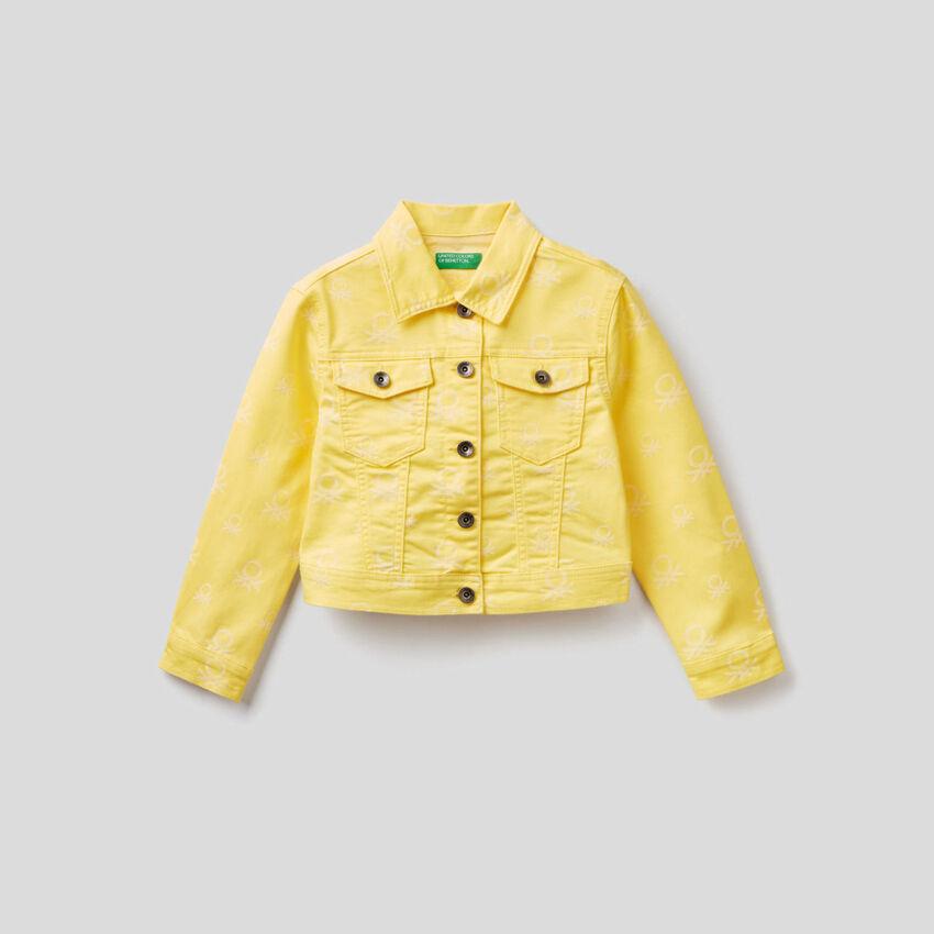 Cropped-Jacke mit Logo-Muster