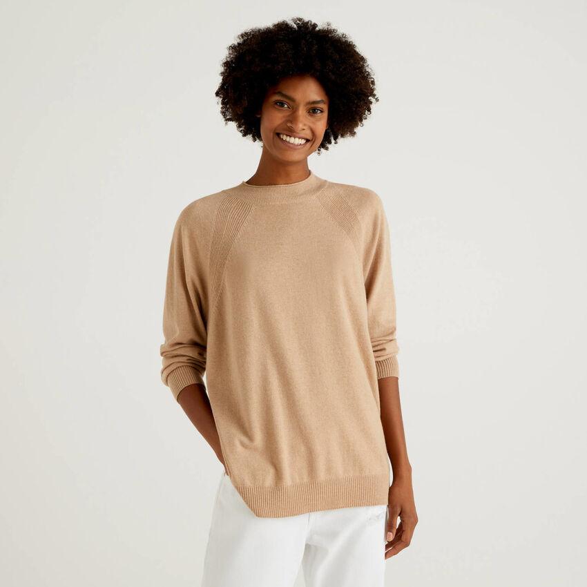 Camelfarbener Pullover in einer Mischung aus Wolle und Cashmere