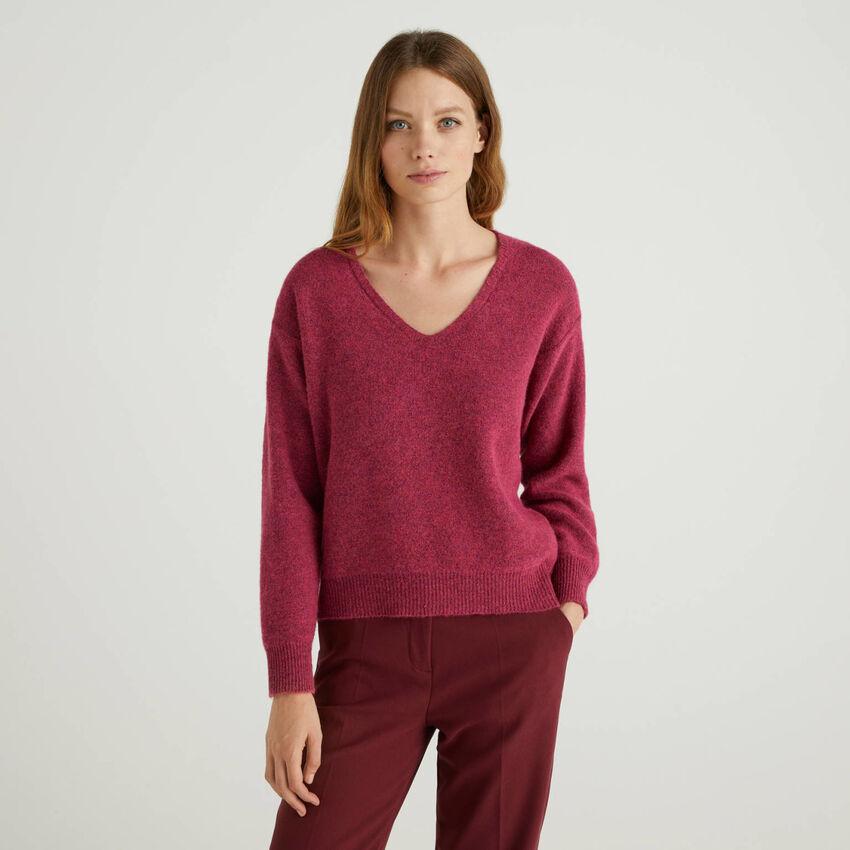 Pullover mit V-Ausschnitt in einer Wollmischung