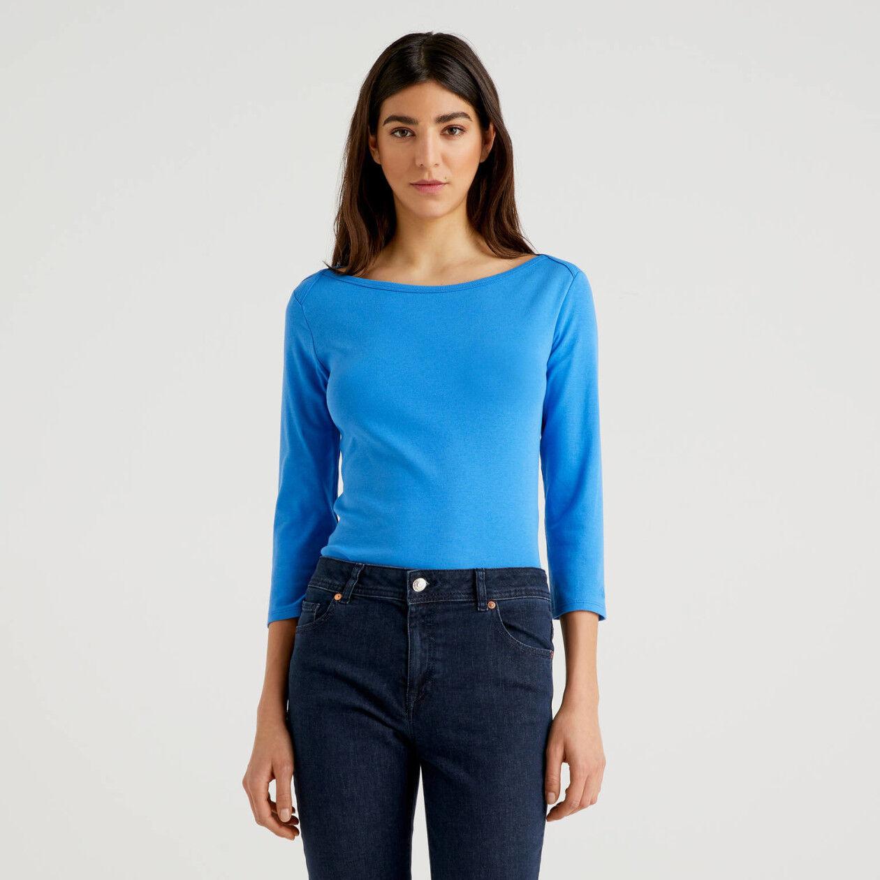 T-Shirt aus 100% Baumwolle mit U-Boot-Ausschnitt