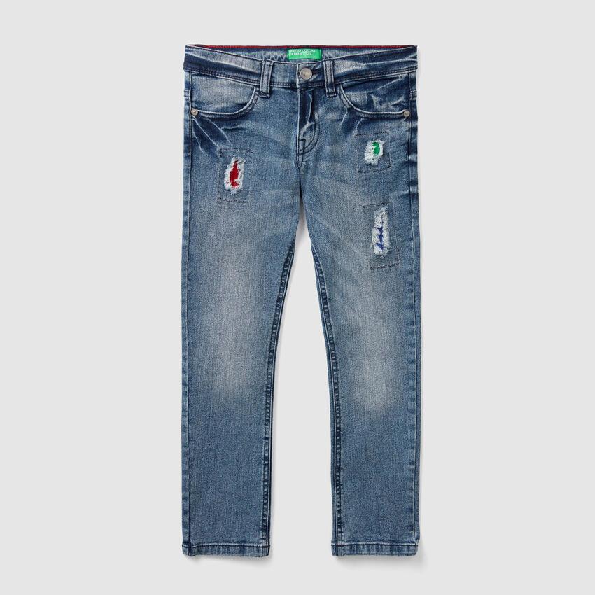 Slim-Fit-Jeans mit bunten Aufnähern
