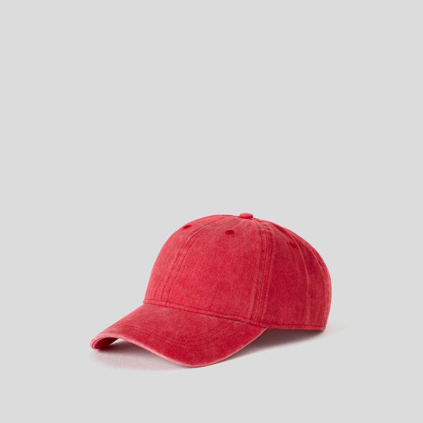 Rote Baseballmütze mit Washed-Effekt