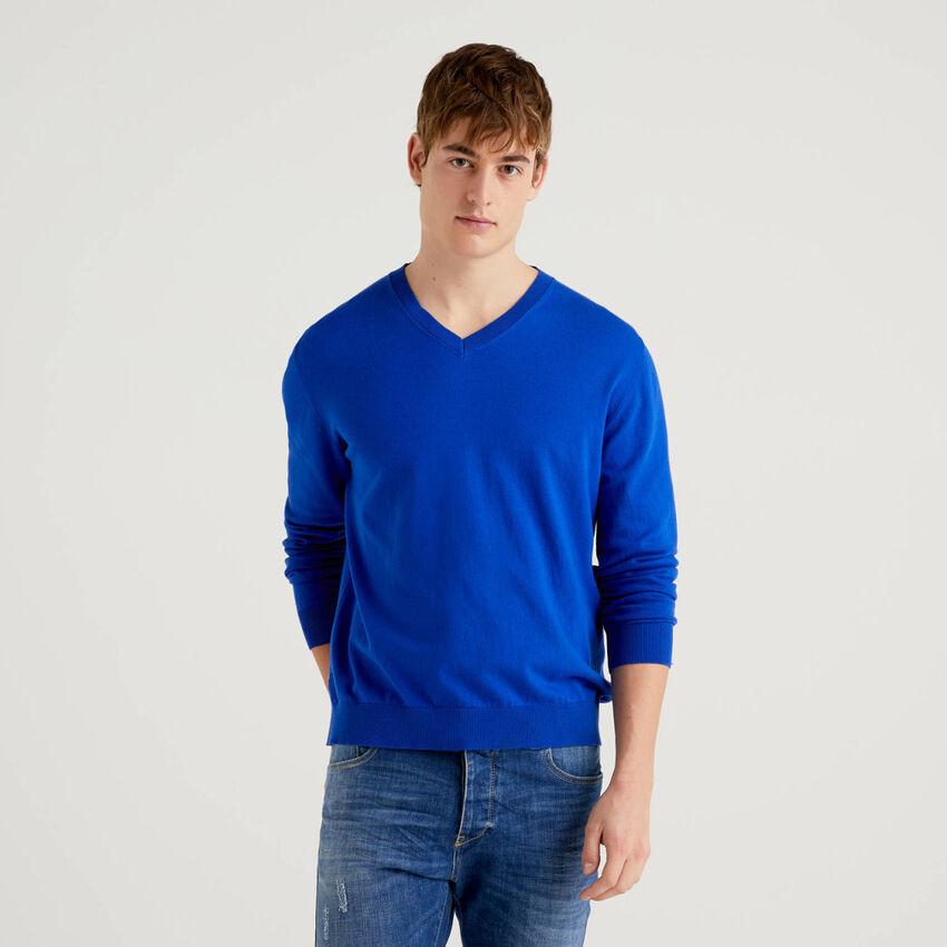 Pullover mit V-Ausschnitt in einer Baumwollmischung