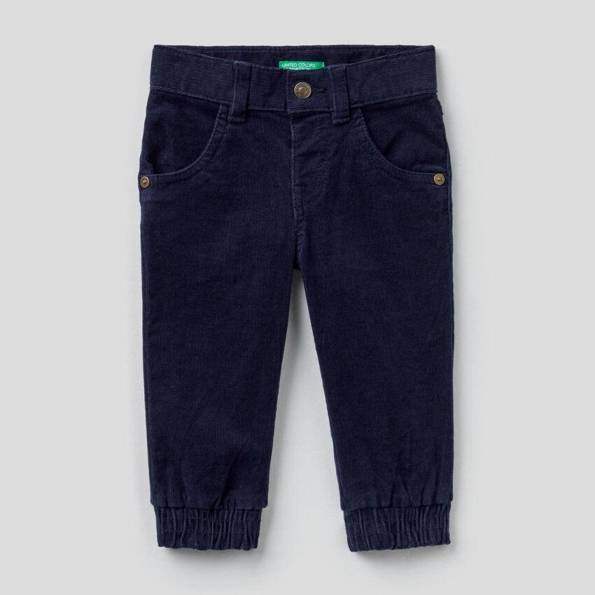 Hose aus Samt in stretchiger Baumwolle