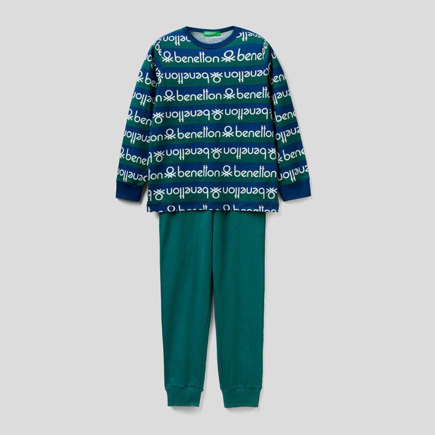 Pyjama mit Shirt im Streifenmuster und Logoprint