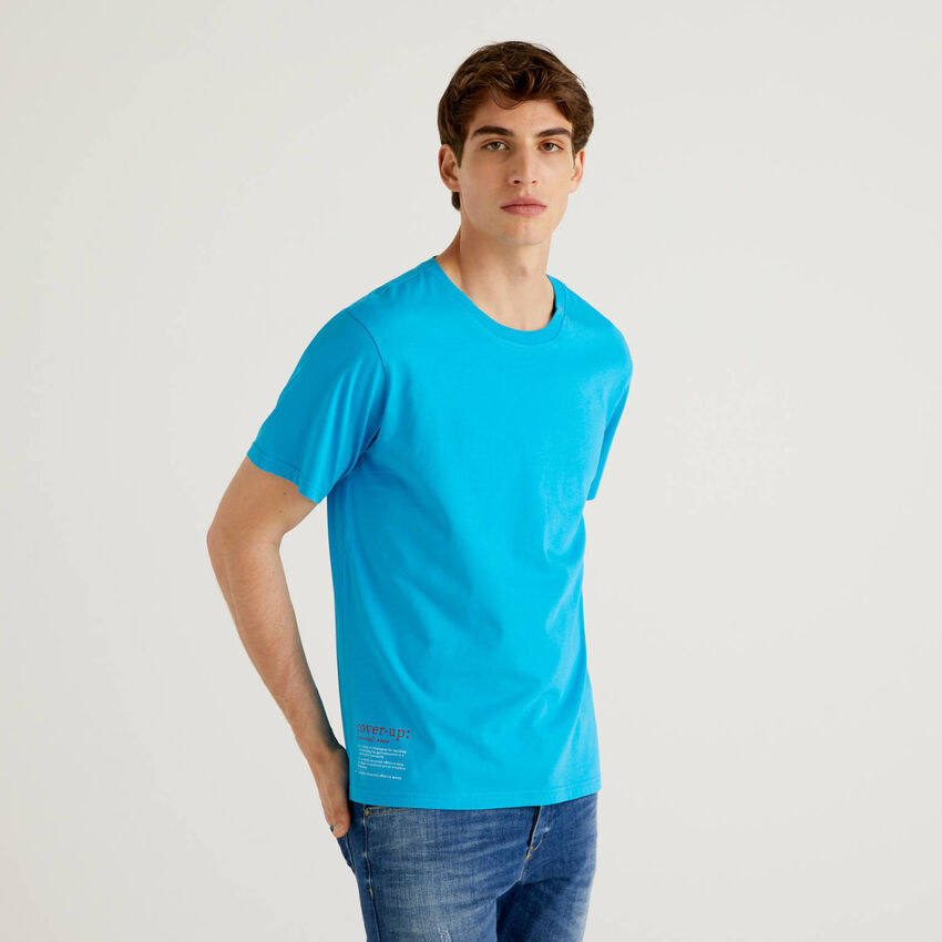 Bluettefarbenes T-Shirt aus 100% Baumwolle mit Print