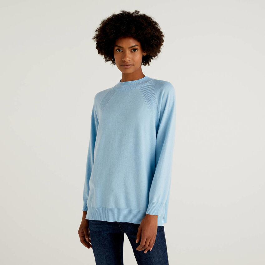 Hellblauer Pullover in einer Mischung aus Wolle und Cashmere