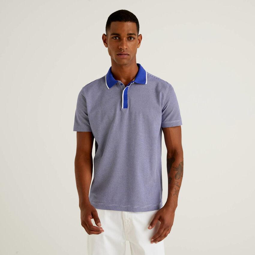 Poloshirt mit schmalen Streifen aus 100% Baumwolle