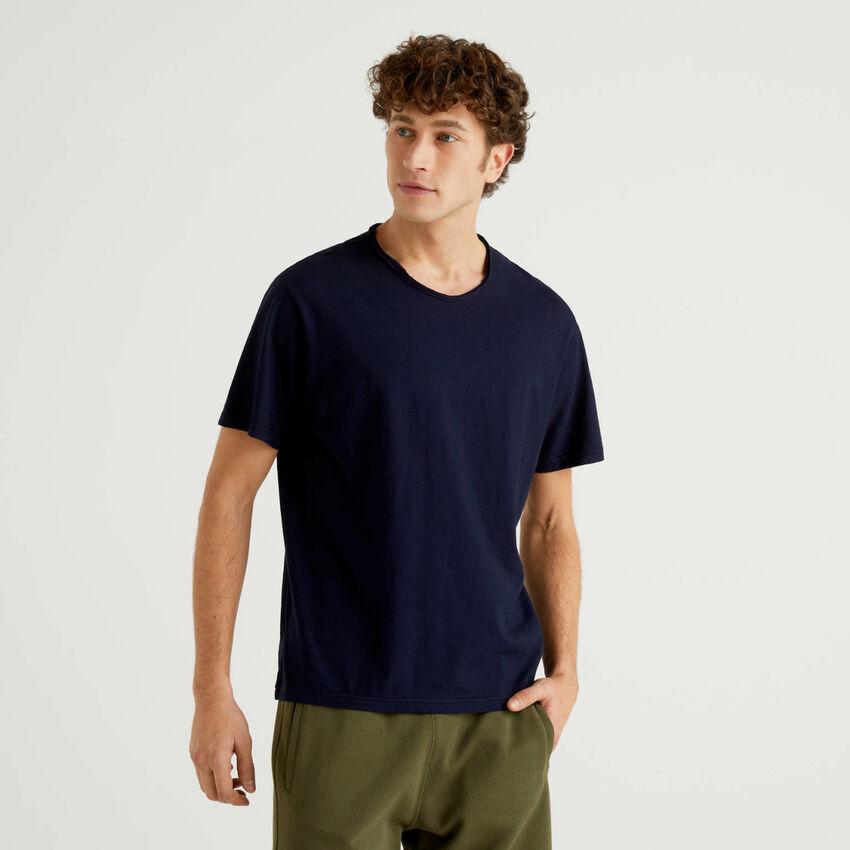 Blaues T-Shirt aus reiner Baumwolle