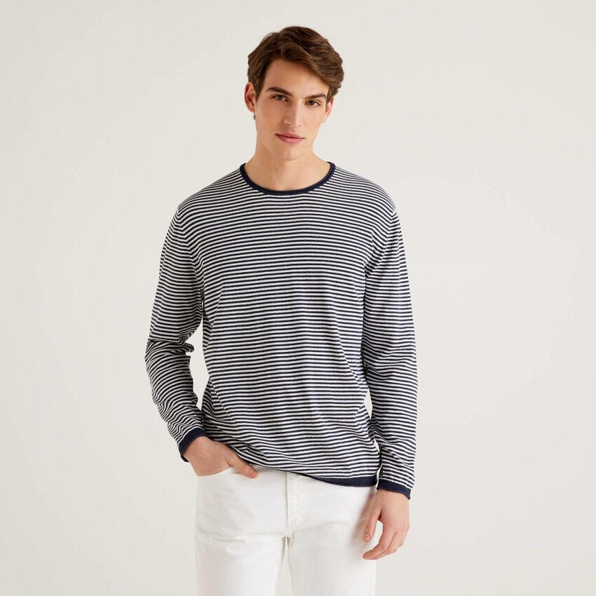 Pullover mit Rundausschnitt und feinen Streifen
