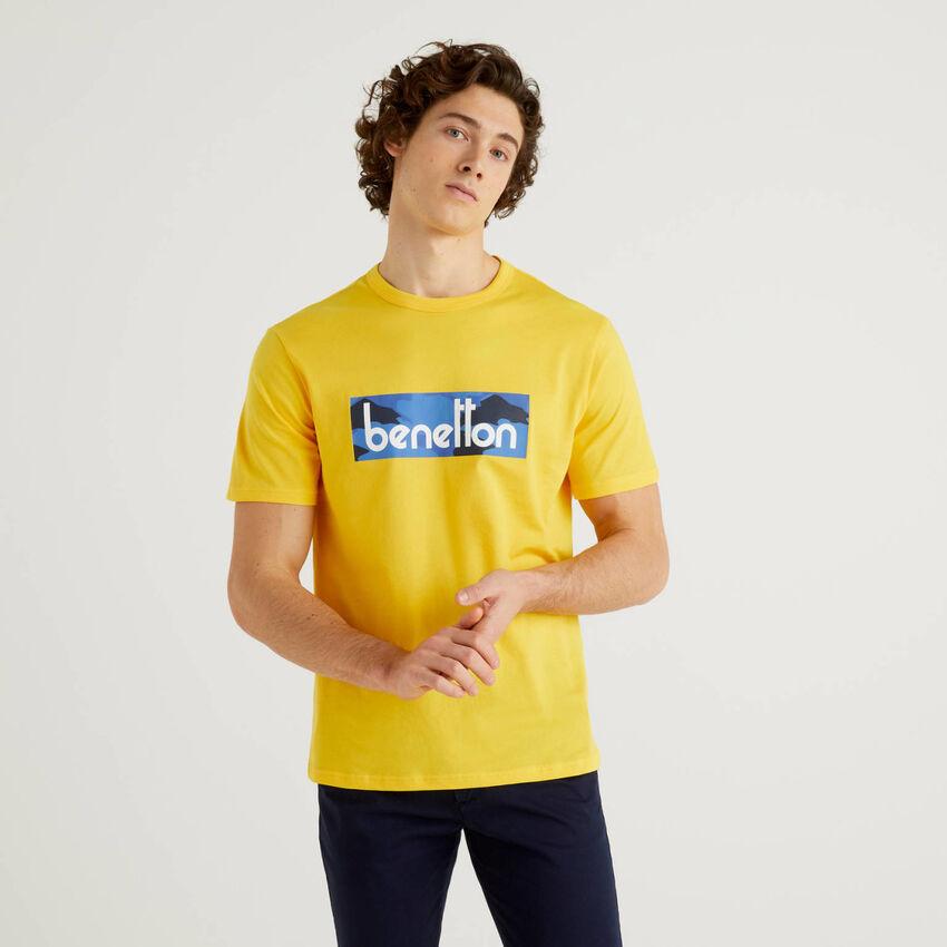 Gelbes T-Shirt mit Logoprint