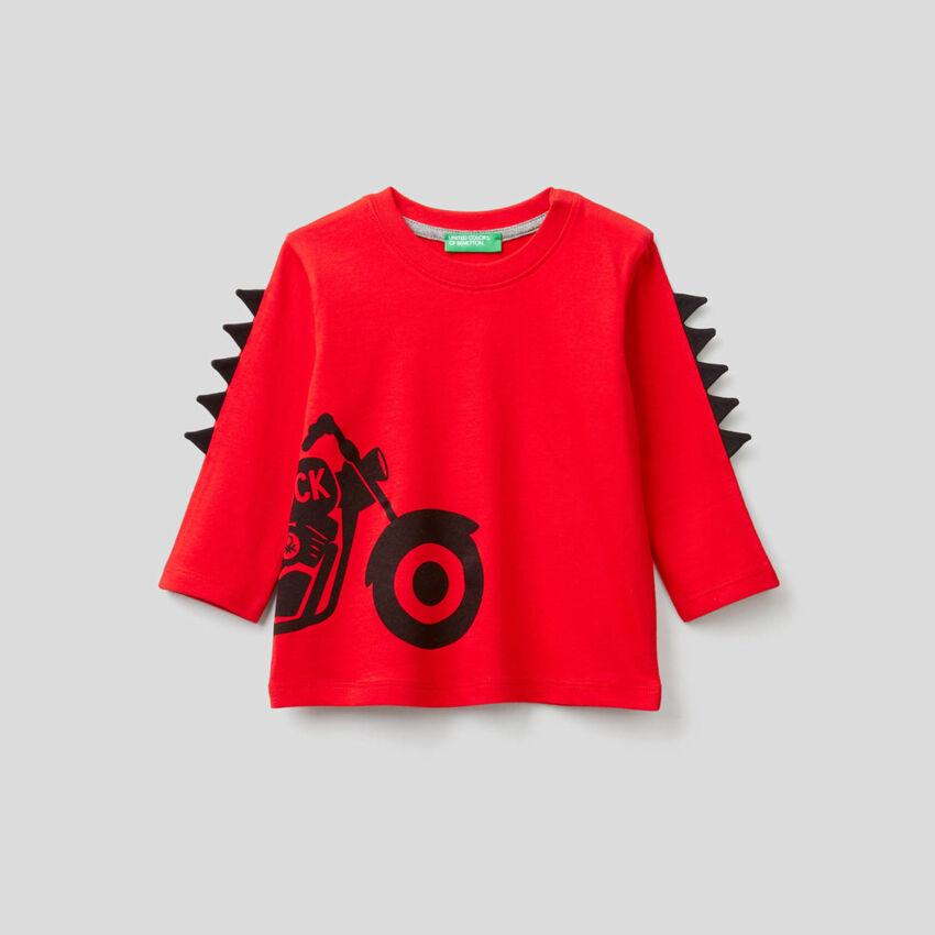 T-Shirt mit 3D-Applikationen