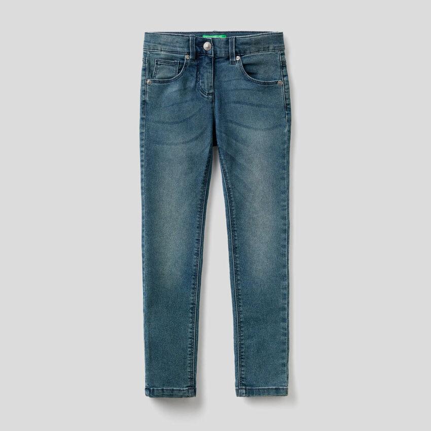 Skinny-Fit-Jeans im Used-Effekt